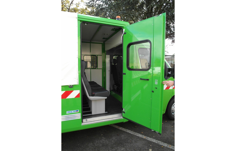 Transport utilitaire - 7356158 - Pick-up sur plancher cabine