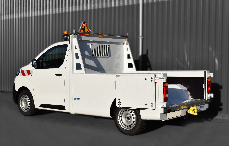 Transport utilitaire - 7461173 - Pick-up sur plancher cabine