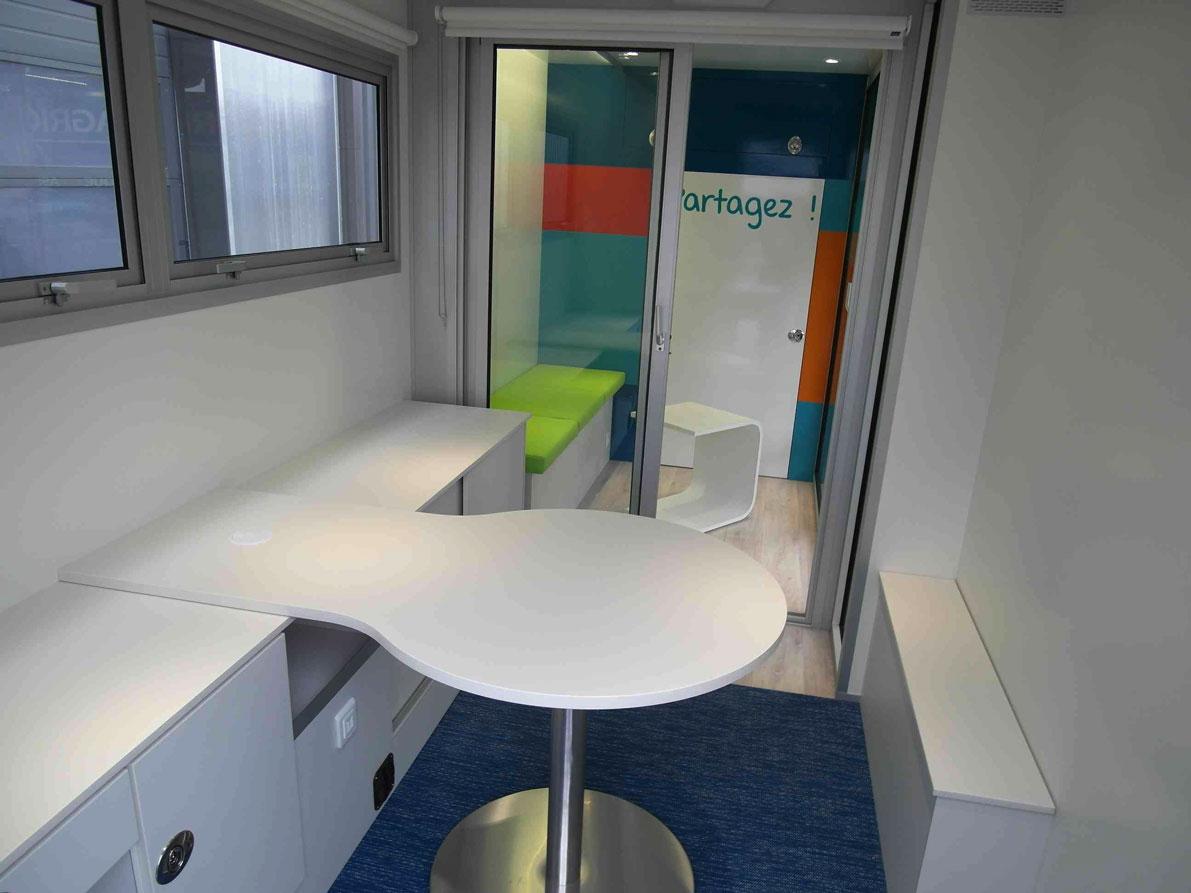 Agence mobile banque - 5256576 - Bureau mobile