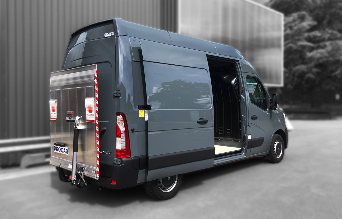 7168614-Transformation-fourgon-Hayon-Renault