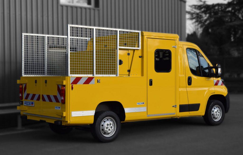 7264568-Pick-up-Double-cabine-réhausses-coffre