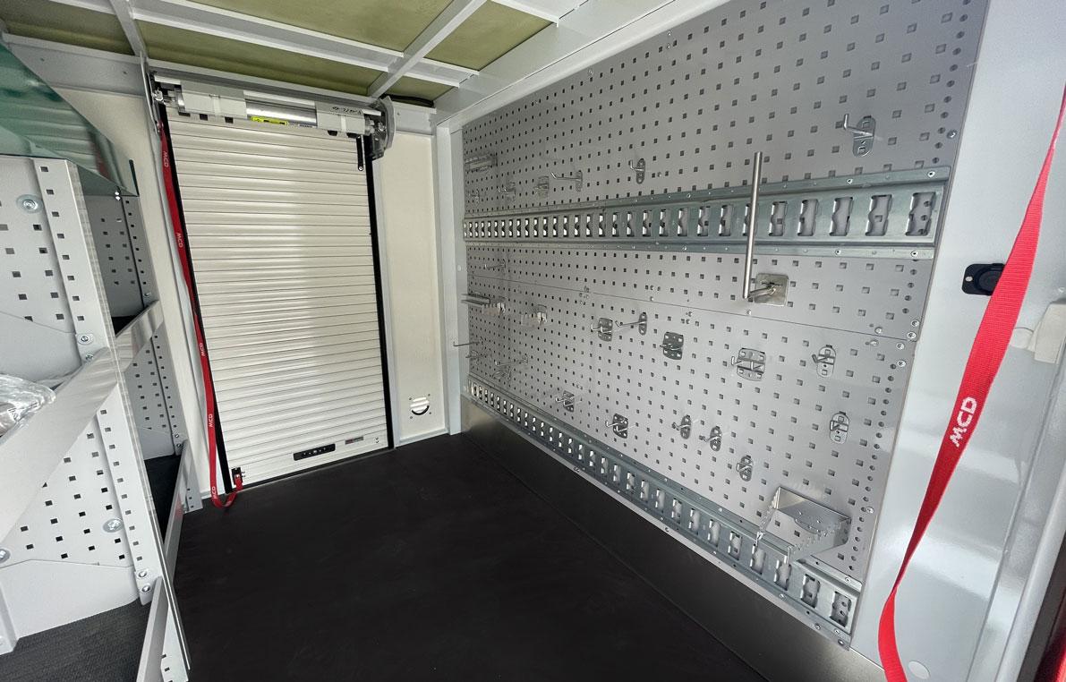 7369423-Pick-up-simple-cabine--aménagement-intérieure